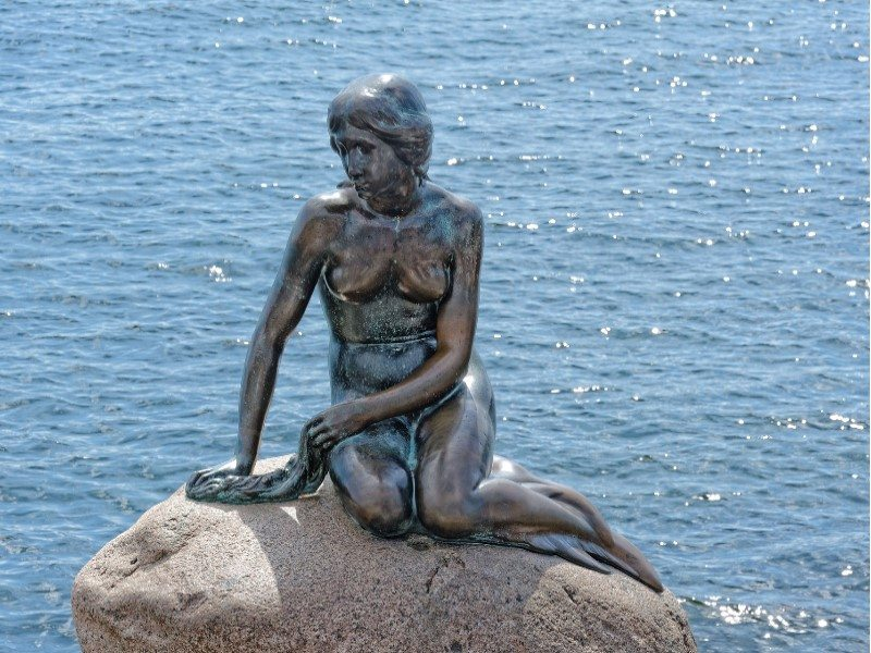 Denmark-Copenhagen-The Little Mermaid-Statue